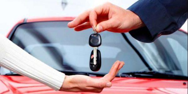sprzedawca przekazuje kluczyki firmie do samochodu